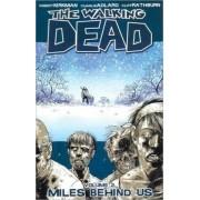 The Walking Dead Volume 2: Miles Behind Us by Robert Kirkman