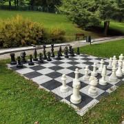 Černo-bílá plastová hra Šachy, AvaTile - délka 4,25 m a šířka 4,25 m