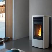 Mcz STAR Comfort Air - Maestro Estufa de pellet realizada con estructura de acero 10 kW