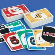 Cărți de joc pentru jocul de UNO marcate în Braille