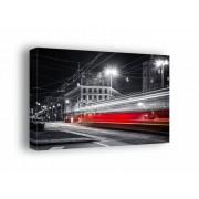Warszawa Nocne Ulice Mknący Tramwaj - obraz na płótnie