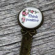 """Semn de carte, cu mesajul - """"Think positive"""""""