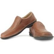 Clarks Sentry Slip Genuine Leather Slip On Shoes For Men(Brown, Beige)