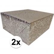 Shoppartners 2x Cadeaupapier zilver metallic met klassieke print 150 cm per rol