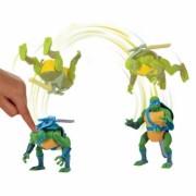 Testoasele Ninja - figurina Leonardo sare peste cap