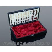 Cutie lemn cu 5 accesorii vin, joc de sah si compartiment pt 2 sticle