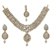 JewelMaze Zinc Alloy Kundan Gold Plated Austrian Stone Bridal Set With Maang Tikka-FAH0098