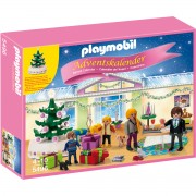 Joc PLAYMOBIL Advent Calendar 'Christmas Room' with Illuminating Tree