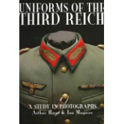 Uniforms of the Third Reich - A Study in Photographs (Hayes Arthur)(Cartonat) (9780764303586)