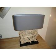 Lamp met houtsnijwerk