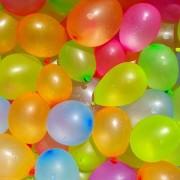 Merkloos 24x Waterballonnen/waterbommen setje met pomp en hulpstuk