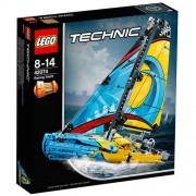 Set de constructie LEGO Technic Iaht de Curse