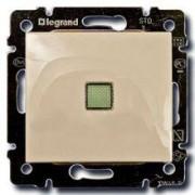 Выключатель одноклавишный с подсветкой Legrand Valena 10A кремовый