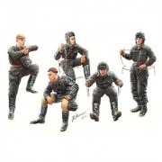 Master Box Models Soviet Tank Crew 1943-1945 Model Building Kit (5 Figures Set) Scale 1/35