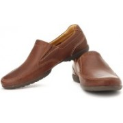 Clarks Recline Free Genuine Leather Slip On Shoes For Men(Tan)