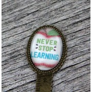 "Semn de carte, cheie gradata, bronz, cu mesaj personalizat - ""Never stop learning"""
