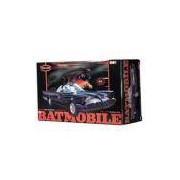 Polar Lights 824 Batmobile 1966 com Figuras Batman & Robin 1:25