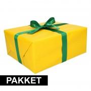 Shoppartners Geel inpakpapier pakket met donkergroen lint en plakband
