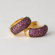 Brinco Argola Médio Cravejado com Zircônias Pink Banhado a Ouro Amarelo e Ródio Negro