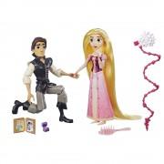 Disney Princess - Set papusi Rapunzel si Eugene, Scena cererii in casatorie