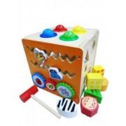 Jucarie cub din lemn cu activitati