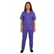 Costum medical mov, cu bluza cu anchior in forma V, trei buzunare aplicate si pantaloni mov cu elastic