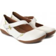 Clarks Felicia Plum Lifestyle Shoes(White)