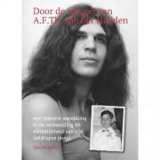 Door de spiegel van Adri van der Heijden - Han Roijakkers