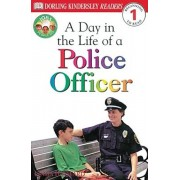 DK Readers L1: Jobs People Do: A Day in the Life of a Police Officer, Paperback/Linda Hayward