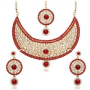 Kriaa by JewelMaze Zinc Alloy Gold Plated Red Austrian Stone Kundan Necklace Set With Maang tikka-AAA0665
