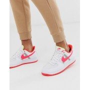 Nike Air Force 1 '07 LV8 trainers in white with pink swoosh