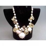Colier bijuterie lung cu perlute, cristale si ornamente metalice