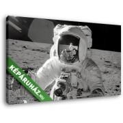 Ember a Holdon (40x25 cm, Vászonkép )