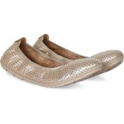 Clarks Un Tract Gold Metallic Bellies For Women(Gold)