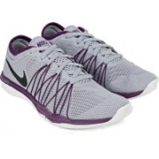 Nike WMNS NIKE DUAL FUSION TR HIT Gym & Training Shoes For Women(Grey)