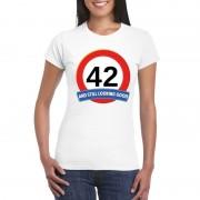 Bellatio Decorations Verkeersbord 42 jaar t-shirt wit dames