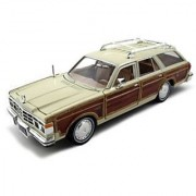 1979 Chrysler Lebaron Town & Country Wagon Cream 1:24 by Motormax