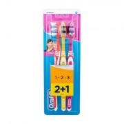 Oral-B Toothbrush Classic zubní kartáček 3 ks odstín Red, Yellow, Pink
