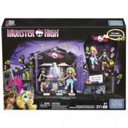 Set constructie Mega Bloks Monster High Petrecerea din gradina cimitirului
