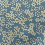 Goma eva 35x47 cm azul con flores blancas