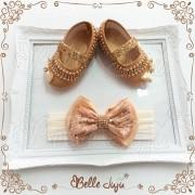 bellejuju Sapatinho de Bebê Customizado com Strass e Pérolas Dourado + Faixa de Meia com Laço - Kit Baby