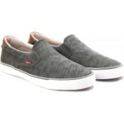Levi's Justin slip on Men Canvas Shoes For Men(Grey)