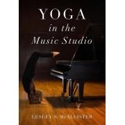 Yoga in the Music Studio par McAllister & Lesley S. Professeur de piano et Directeur de la pédagogie du piano et professeur de piano et directeur d...