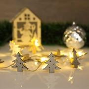 Fenyőfa alakú karácsonyi fa csipesz melegfehér LED-del 2 x AA