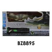 Krokodil, infra irányítós, az elemlámpával kell irányítani, elemes(4xAA + gombelem), hangot ad és világít, 28x15 cm dobozban