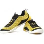 Clarks Dynamic Pro Outdoor Shoes For Men(Black, Yellow)