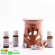 PACHET Candelă de aromaterapie și 3 sticluțe de ulei de parfum TRANDAFIR, LACRIMIOARA si LAVANDA