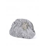 Stříbrná mačkaná saténová večerní kabelka