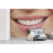 Fotobehang vinyl - Een afbeelding van vrouwelijke lippen breedte 450 cm x hoogte 300 cm - Foto print op behang (in 7 formaten beschikbaar)