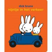 nijntje in het verkeer stickerboek - Dick Bruna